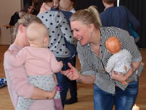 Sang, leg og mindfulness for de yngste på Holstebro Bibliotekerne