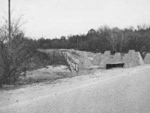 Michael Christensen fortæller om spor efter tyske krigsbunkere i landskabet på Holstebro Bibliotek