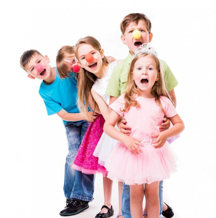 Børn med klovnenæser